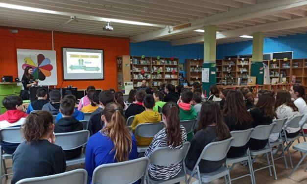 Alumnos concienciados En el colegio naronés de A Solaina