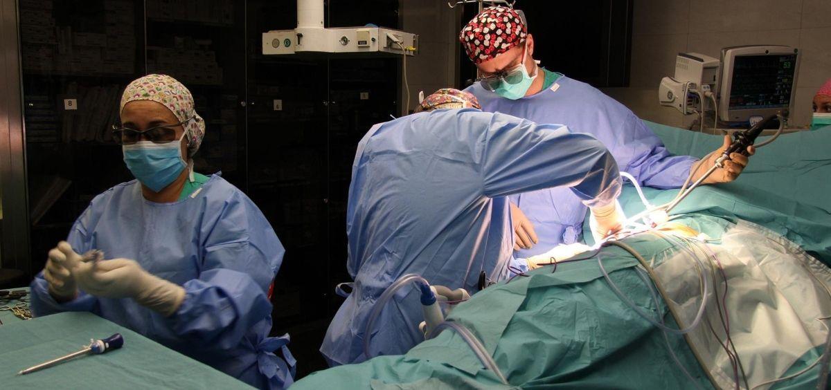 El trasplante de riñón entre personas que conviven con el VIH es factible y seguro