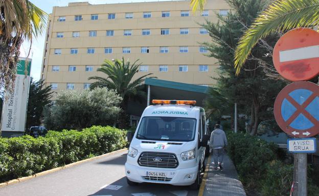 Enfermos de riñón de Almería denuncian que hasta seis personas comparten ambulancia para ir a diálisis