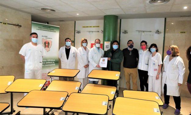 Alcer-Huesca cede 12 mesas auxiliares para la sala de hemodiálisis del San Jorge